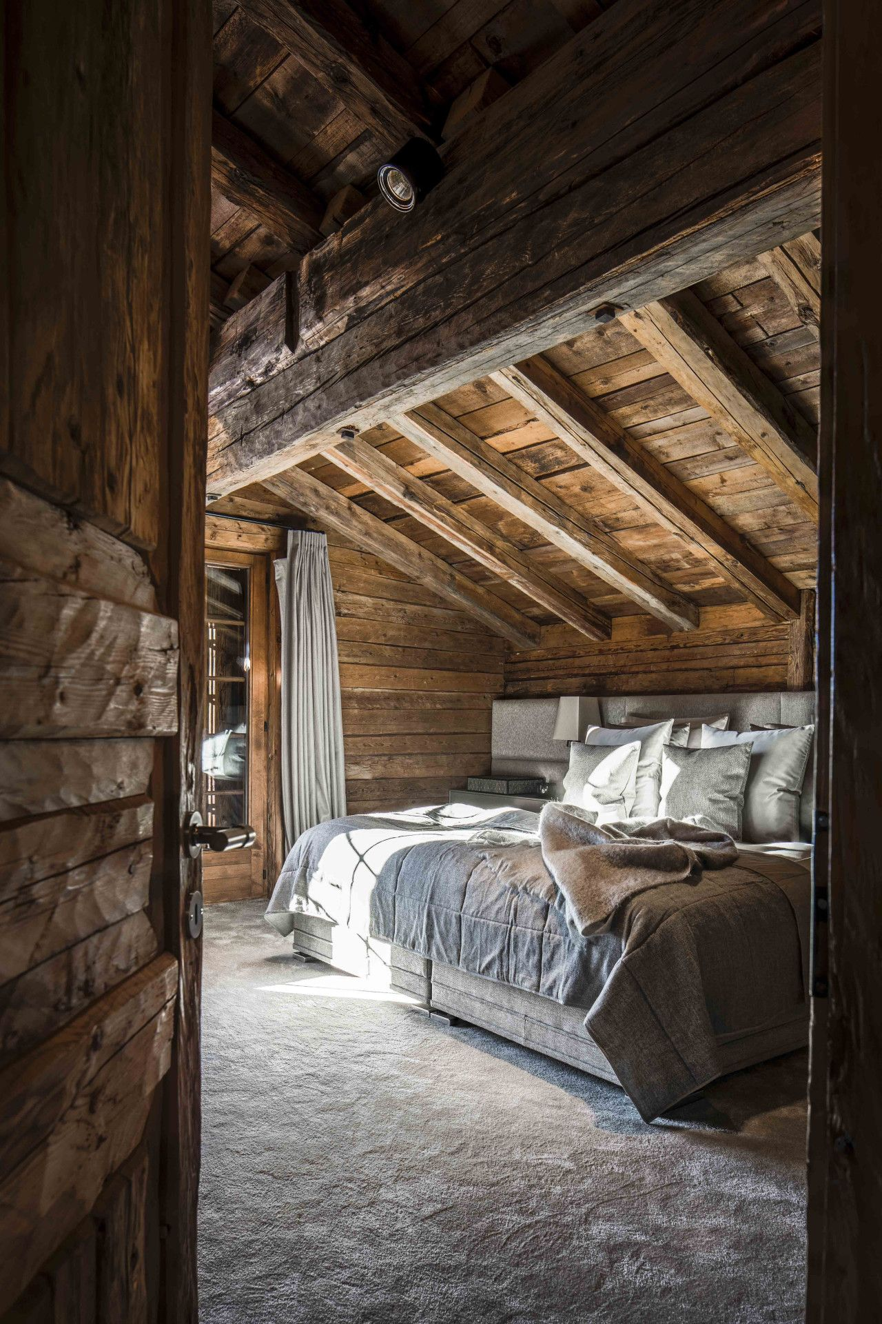 Chalet projects eric kuster metropolitan luxury for Disenos de chalets rusticos