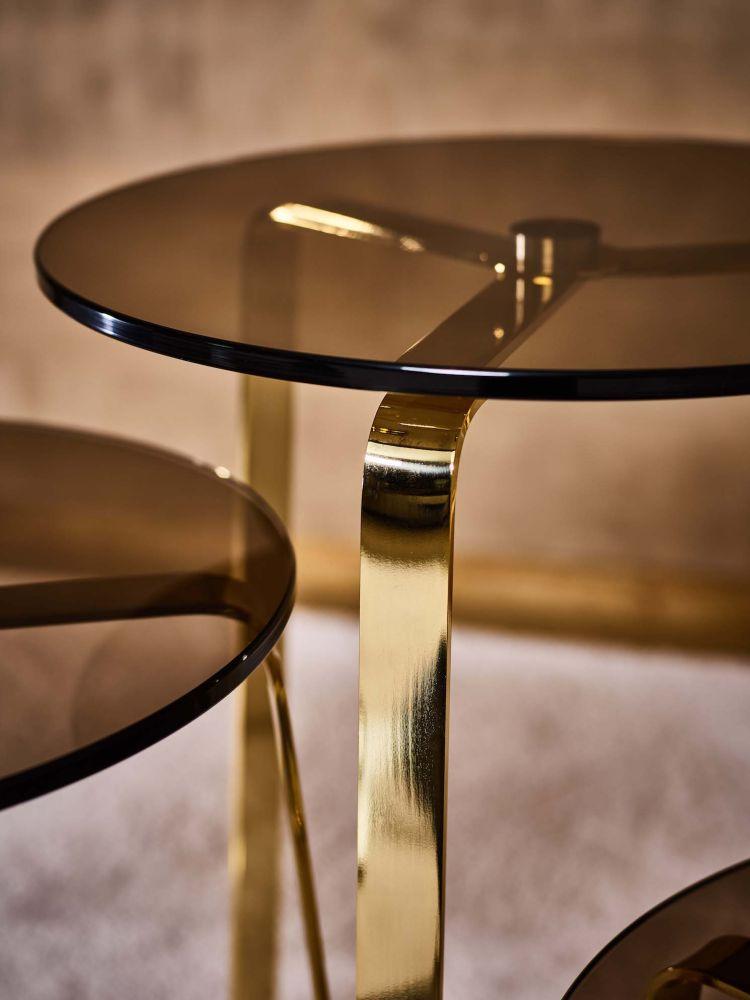 Detail Mercer Table