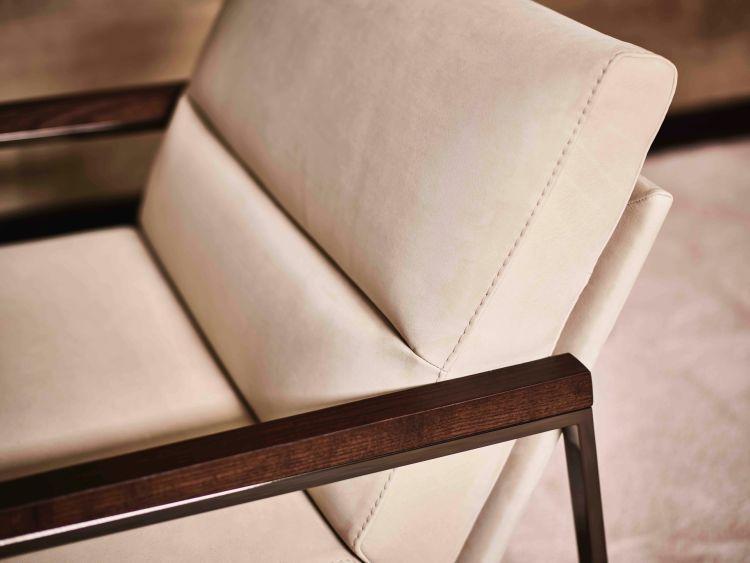 Detail Legian Lounge Chair (Wooden Armrest)